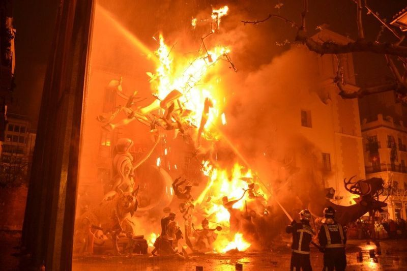 Fallas - Falla en llamas
