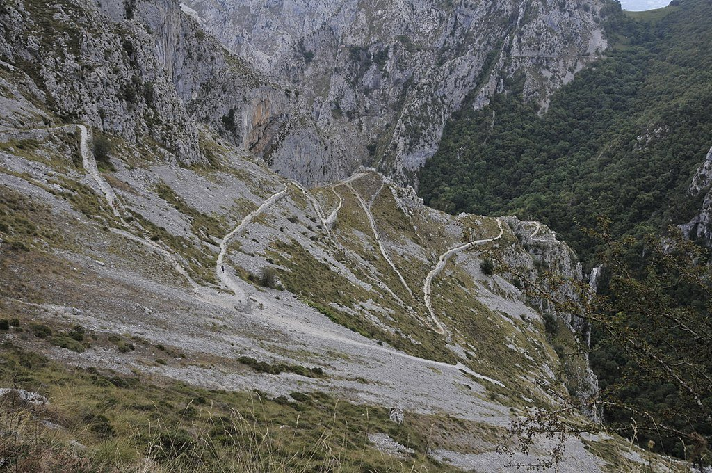 Camino de subida a Tresviso (Cantabria).