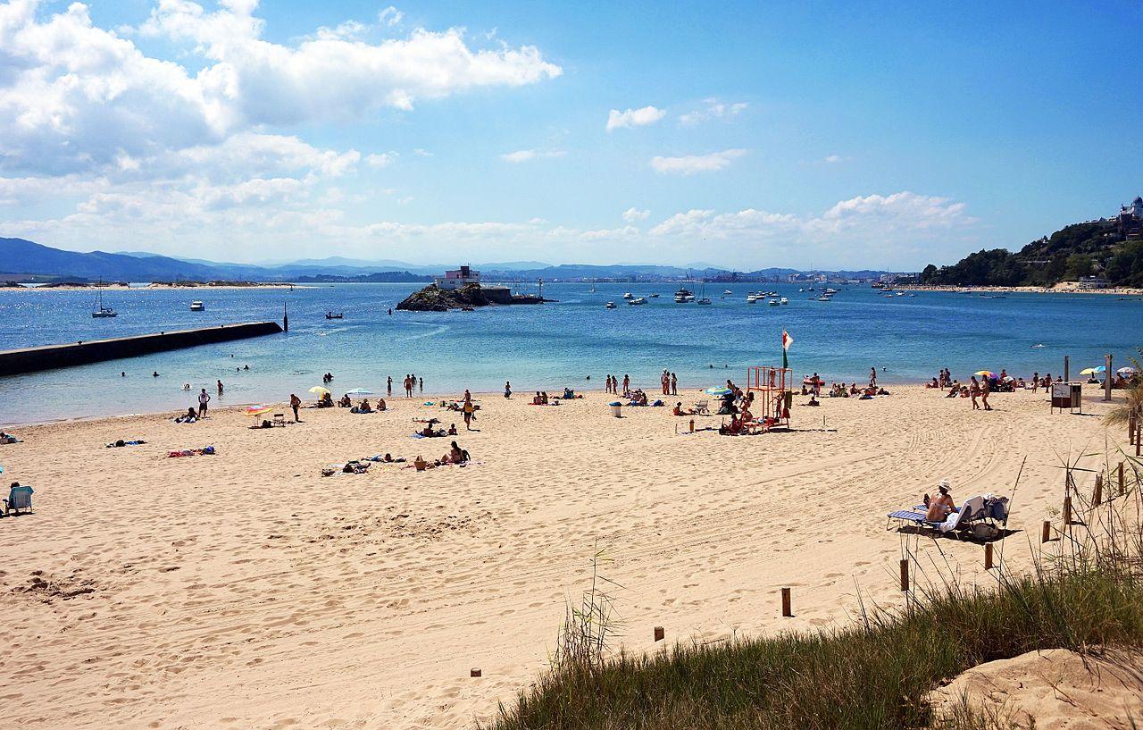 Fotografía de la playa de los Biquinis en Santander (Cantabria)