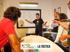 Santiago dando clase.