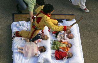Salto sobre bebés