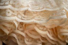 Imagen de volantes de un vestido.